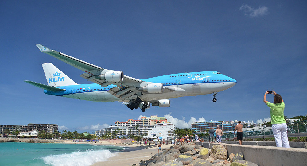 KLM landing at SXM, Maho Beach, St Maarten, Oct 2014