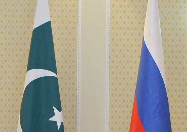 flags of Russia and Pakistan